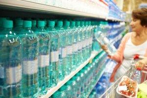"""Dietetyk: """"woda kryszta�owo czysta"""" lub """"specjalnie dla ci�arnych"""" - to marketingowe wymys�y. Zwykle kryje si� za nimi woda bardzo podobna do kran�wki [WYWIAD]"""