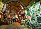 Wielki Bazar - Turcja Istambu�. Jedno z najwi�kszych targowisk w Turcji. Wielki Bazar, w j�zyku tureckim okre�lany jako Kryty Bazar, ma 30 hektar�w powierzchni, na kt�rej znajduje si� ok. 3,5 tysi�ca stoisk handlowych.