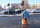Skrzyżowanie al. AK / Dekabrystów: Piesi udają rowerzystów, bo nie chcą chodzić tunelem