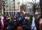 T�um na demonstracji pod Trybuna�em. Ludzie nie mieszcz� si� w al. Szucha [AKTUALIZUJEMY]
