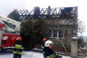 PILNE! Po�ar domu w Tarnawie ko�o Sul�cina. Zgin�a matka z dw�jk� dzieci