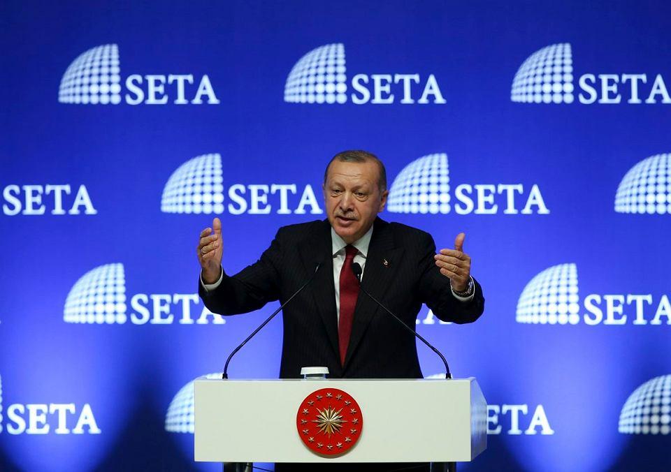 - Turcja będzie bojkotowała amerykańskie towary - oznajmił prezydent Recep Tayyip Erdogan. Ankara, 14 sierpnia 2018 r.