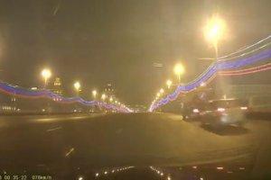 Jest nagranie z mostu, na kt�rym zgin�� Niemcow. Film z kamery przypadkowego kierowcy