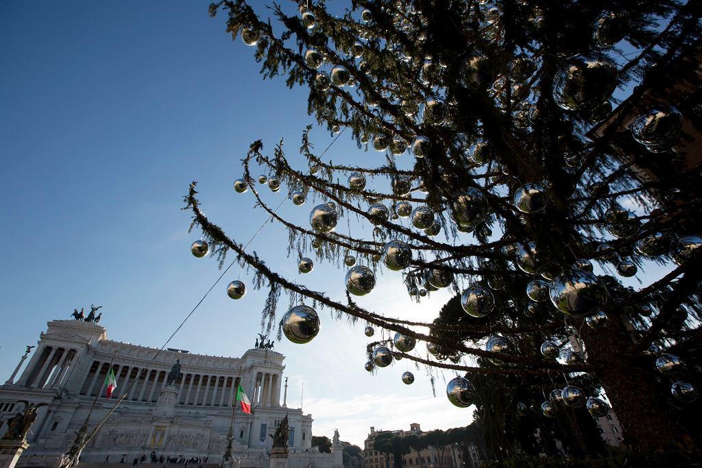 Rzym. Choinka na Placu Weneckim