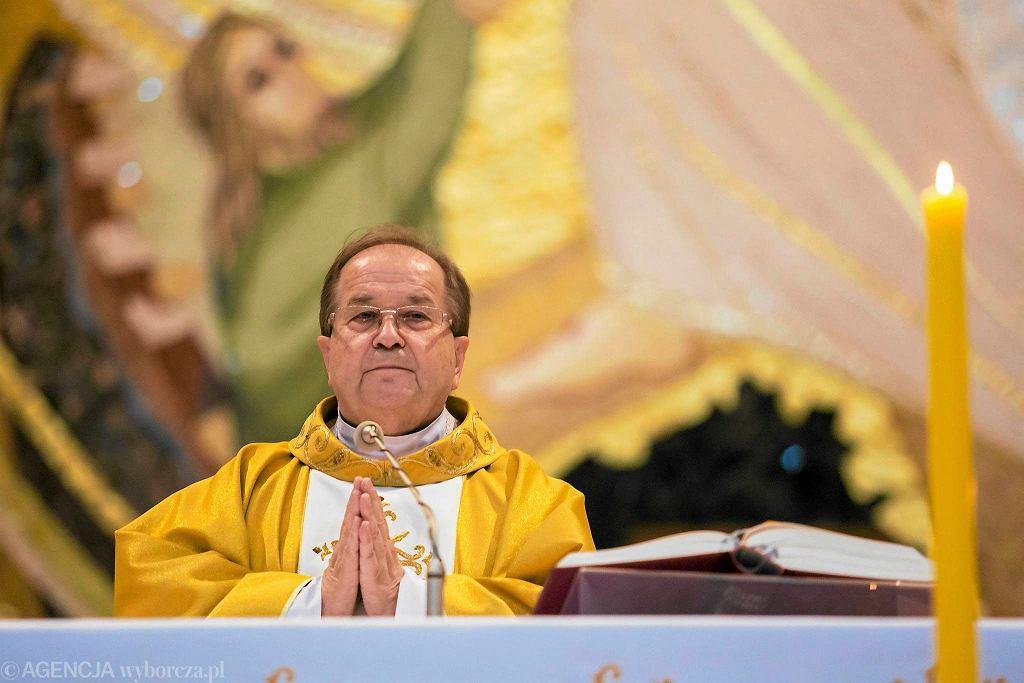 Ojciec Tadeusz Rydzyk w czasie mszy św.