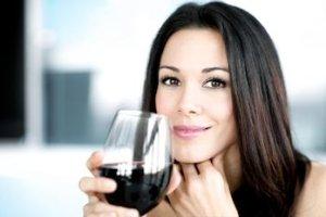 Co się stanie, jeżeli codziennie będziesz wypijać dwa kieliszki wina? [SKUTKI]
