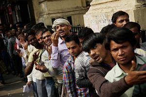 Indie wymieniają pieniądze. Wszędzie chaos i rozpacz