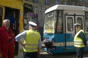 """Tak wygl�da�y tramwaje """"17"""" i """"20"""" po zderzeniu"""