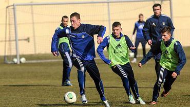 W czwartkowym treningu Arki z całym zespołem trenowały już najnowsze nabytki gdyńskiego klubu: Bartosz Ślusarski (z lewej)oraz Tomasz Kowalski (w środku). Zapraszamy na galerię zdjęć z czwartkowego treningu