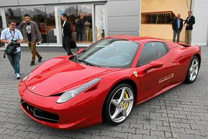 Salon Ferrari na Nowym �wiecie ma zosta� zamkni�ty? Weryfikujemy plotk�