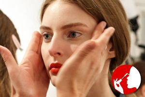 Wy�upiaste, opadaj�ce, g��boko osadzone i inne - jak dopasowa� makija� do kszta�tu swoich oczu?