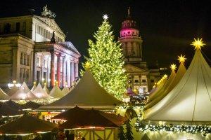 Jarmarki bożonarodzeniowe w Polsce i Europie przyciągają turystów. Zobacz, gdzie wybrać się przed świętami