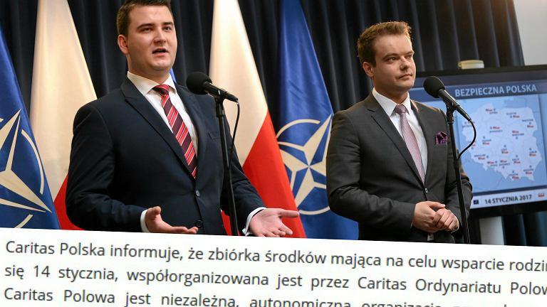 Rzecznik MON Bartłomiej Misiewicz, rzecznik rządu Rafał Bochenek podczas konferencji dot. pikników wojskowych