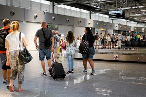 Coraz bardziej boimy si� lata�. Linie lotnicze trac� przez terroryst�w, Brexit i zamach w Turcji