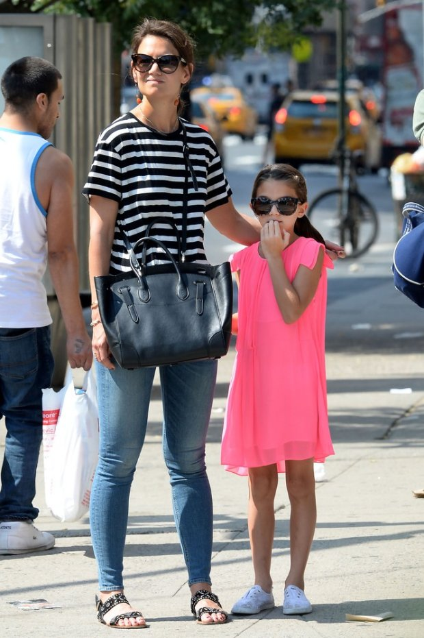 >140025, EXCLUSIVE: Katie Holmes and Suri Cruise visit the Doughnut Plant in Chelsea before hailing a taxi cab. New York, New York - Saturday July 11, 2015.  MAIL ONLINE & NY PAPERS OUT Photograph: ? GZR, PacificCoastNews. Los Angeles Office: +1 310.822.0419 sales@pacificcoastnews.com FEE MUST BE AGREED PRIOR TO USAGE