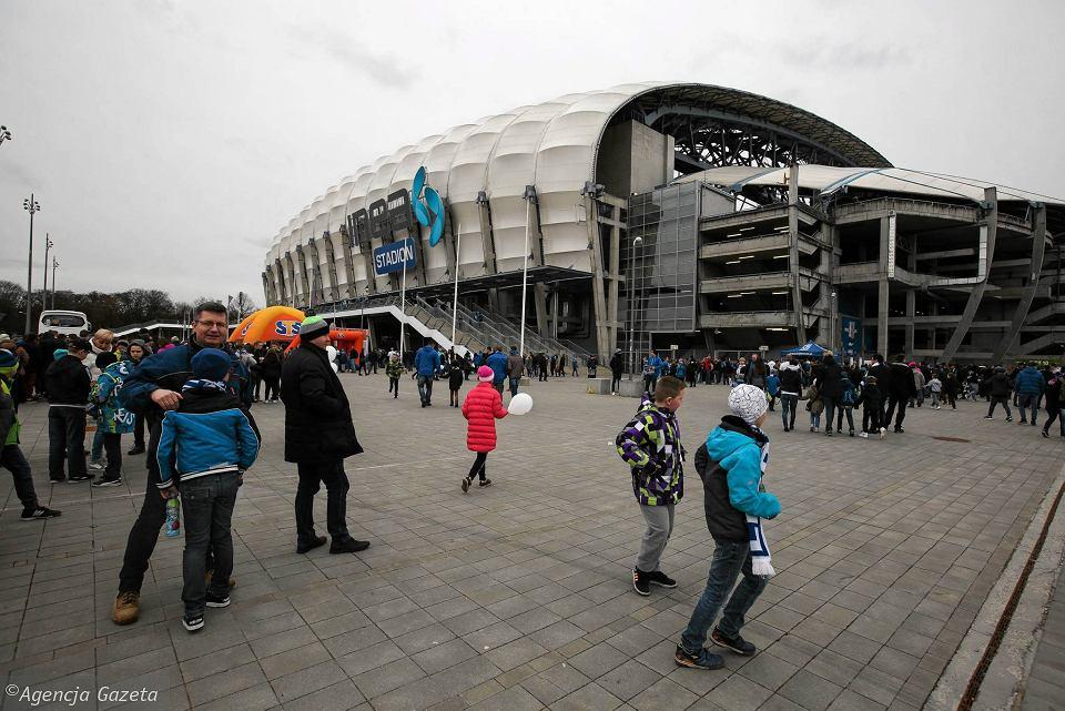 Lech Poznań rozpoczął sprzedaż karnetów na kolejny sezon. Są tańsze niż w  zeszłym roku e1b6c361fb3