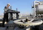 Rosyjska ropa Urals staniała o połowę w 2015 r.