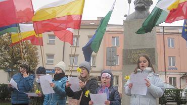 Białostockie Towarzystwo Esperantystów zainaugurowało cykl wydarzeń upamiętniających Ludwika Zamenhofa. Pod jego pomnikiem złożono kwiaty, a dzieci śpiewały w języku esperanto