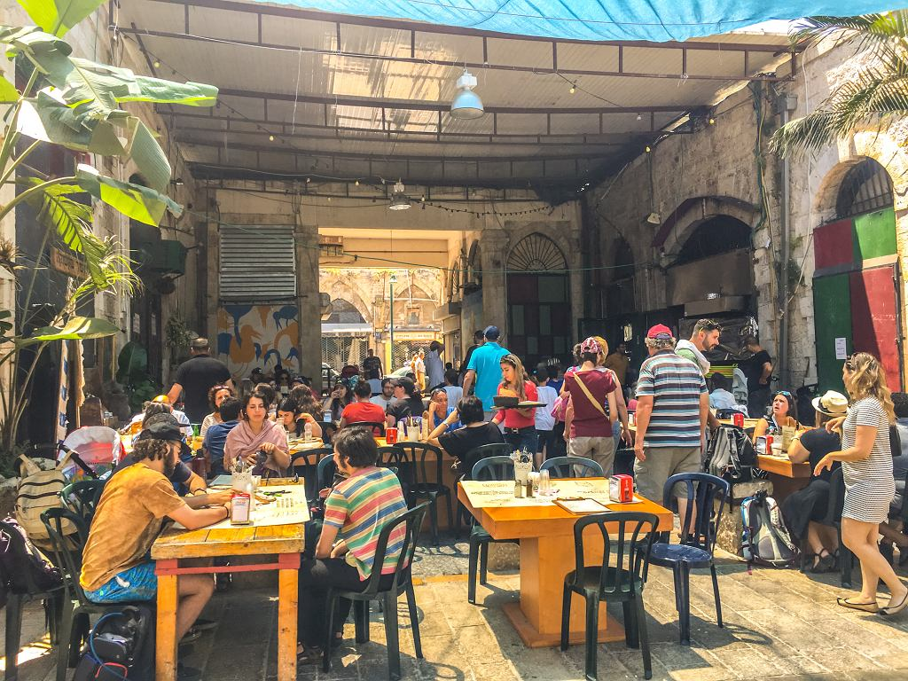 Kawiarnia Tel Aviv Yafo w Tel Avivie (fot. anouchka / iStockphoto.com)