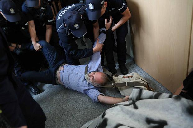 Niezbędny jest rejestr sprawców - od szczególnie brutalnych policjantów, poprzez gorliwych prokuratorów, po - w przyszłości - dyspozycyjnych