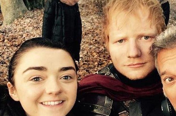 Ed Sheeran zagrał w kilkuminutowej scenie u boku serialowej Aryi Stark. Spotkał się z falą krytyki, po czym jego konto na Twitterze zniknęło.