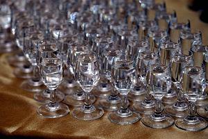 Nie �yje ponad 90 mieszka�c�w Indii. Wypili ska�ony alkohol