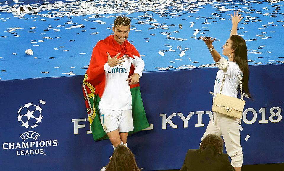 Nowa Fryzura Cristiano Ronaldo Fryzjer Przed Fetą Na Santiago