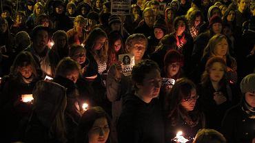 Na zdjęciu protest z 2012 roku przeciwko restrykcyjnemu prawu antyaborcyjnemu. Wtedy manifestację wywołała śmierć kobiety, która zmarła w wyniku zakażenia krwi. Wcześniej odmówiono jej aborcji