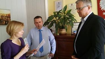 13 czerwca 2018. 'Kontrola społeczna' w Urzędzie Miasta w Skarżysku-Kamiennej. Anna Krupka, Mariusz Bodo i Krzysztof Myszka