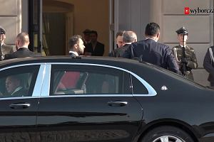 Erdogan pogubiony podczas ceremonii powitania. Andrzej Duda musiał go ratować