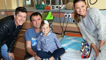 Anna i Robert Lewandowscy w Centrum Zdrowia Dziecka