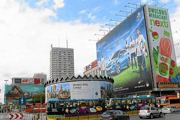 31.05.2012 WARSZAWA . REKLAMY NA RONDZIE DMOWSKIEGO . FOT. DARIUSZ BOROWICZ / AGENCJA GAZETA SLOWA KLUCZOWE: MARSZALKOWSKA EURO 2012 UEFA EURO2012 ALEJE JEROZOLIMSKIE RONDO DMOWSKIEGO REKLAMA ZDJĘCIE DO WKŁADKI: DLOWA Strony Lokalne Warszawa