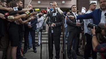 Donald Tusk w Prokuraturze Krajowej. Wezwano go na przesłuchanie ws. Smoleńska. Warszawa, 3 sierpnia 2017