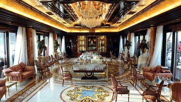 """Wnętrze rezydencji Janukowycza w podkijowskiej Meżyhirii. Klienci z Ukrainy życzą sobie, by lokale w Moskwie były urządzone w stylu """"pałacowym""""."""
