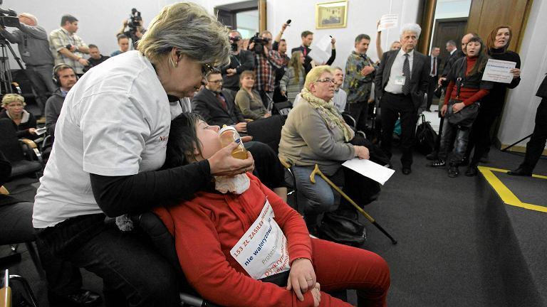 Protest rodziców dzieci niepełnosprawnych popierany przez Solidarna Polskę