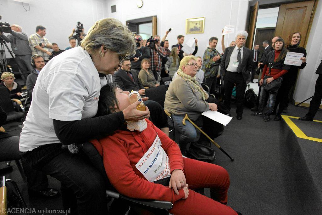 Zdjęcie numer 4 w galerii - Opiekunowie niepełnosprawnych okupują Sejm.