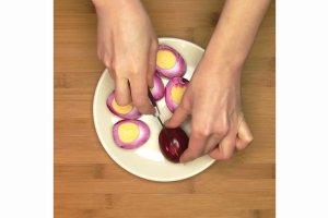 Jajka z farszem z awokado - lżejsza wersja świąt