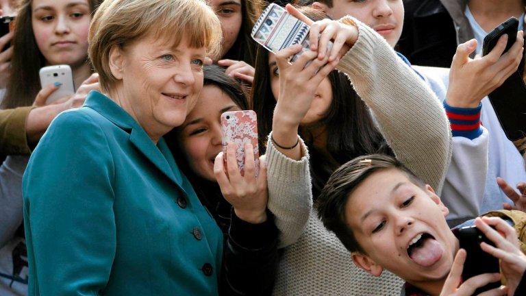 Merkel da�a si� nam�wi� na zdj�cie. Ale tego raczej si� nie spodziewa�a...