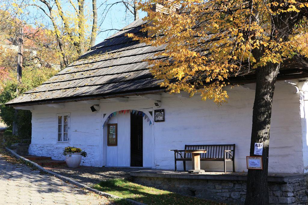 Wąskie uliczki i urokliwe domy to cechy charakterystyczne miasteczka, jakim jest Lanckorona