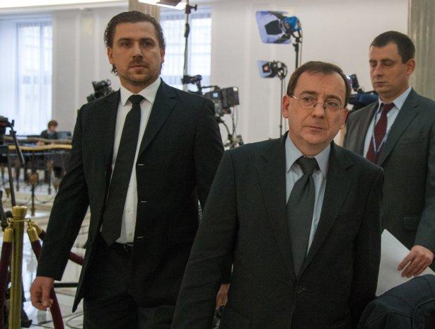 Tomasz Kaczmarek i Mariusz Kamiński w drodze na konferencję prasową
