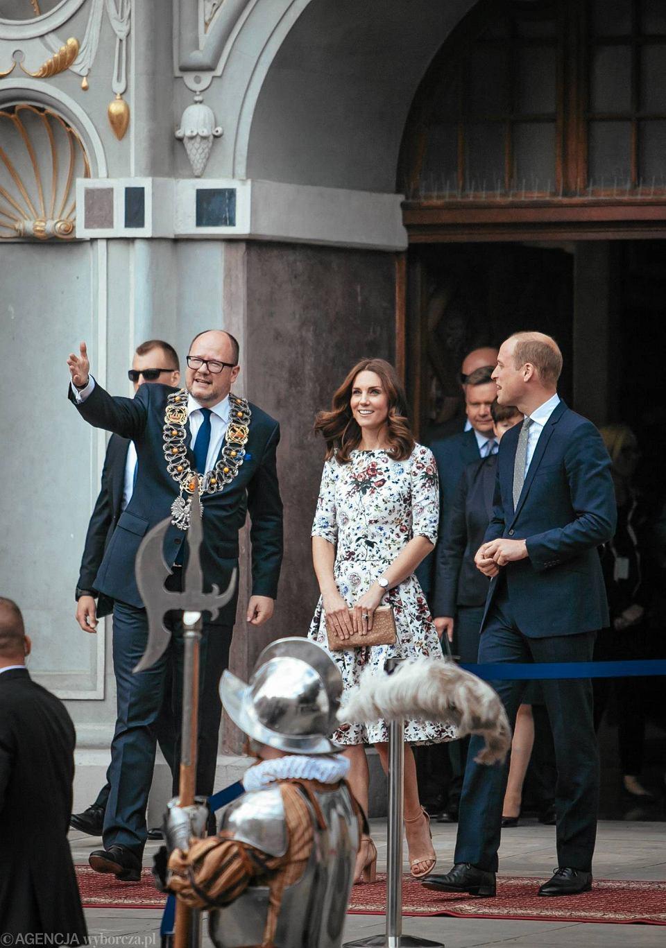 Zdjęcie numer 18 w galerii - Para książęca spotkała się z Wałęsą. Przywitały ją też transparenty o demokracji w Polsce