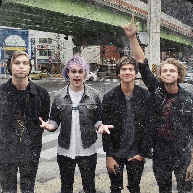 "Grupa 5 Seconds of Summer opublikowała klip do singla ""Hey Everybody""."