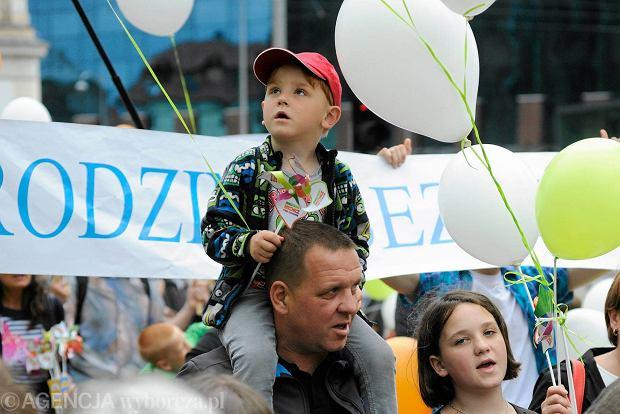 """""""Aborcji nie chcemy, dzieci szanujemy!"""". Przez Wrocław przeszedł Marsz dla Życia i Rodziny"""