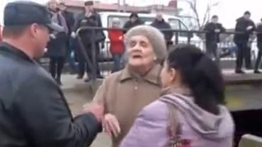 Starsza kobieta postawiła się samoobronie Krymu