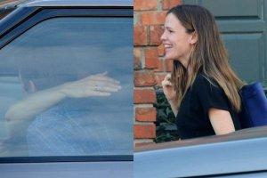 """Jennifer Garner w czu�ych obj�ciach z tajemniczym m�czyzn�. """"Rozpromieniona"""". Nast�pca Bena Afflecka?"""