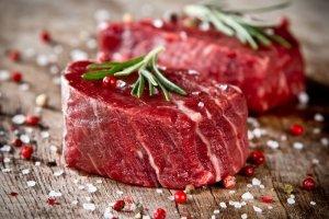 Dzięki burgerowniom jemy najwięcej wołowiny od sześciu lat. W zeszłym roku kupiliśmy jej średnio prawie o kilogram więcej na osobę
