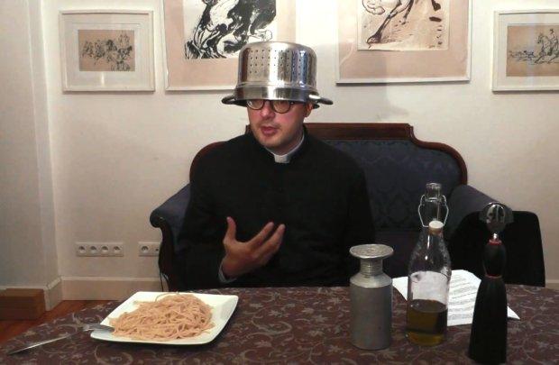"""Ksi�dz rzuca wyzwanie pastafarianom. """"Stawiam spaghetti i rozmawiamy o cierpieniu"""""""