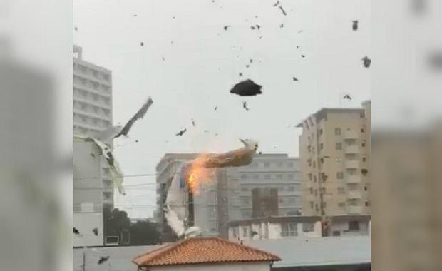 Tajfun Jebi zrywa dachy w Osace
