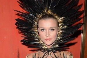 Joanna Krupa na imprezie halloweenowej. Za kogo si� przebra�a? I tak nie zgadniecie, ale ten str�j warto zobaczy�