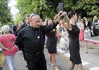 """""""Studniówka"""" KOD. Zatańczyli poloneza przed kancelarią premiera, domagają się publikacji wyroku"""
